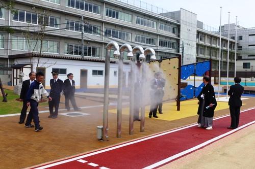 東山 泉 小 中学校