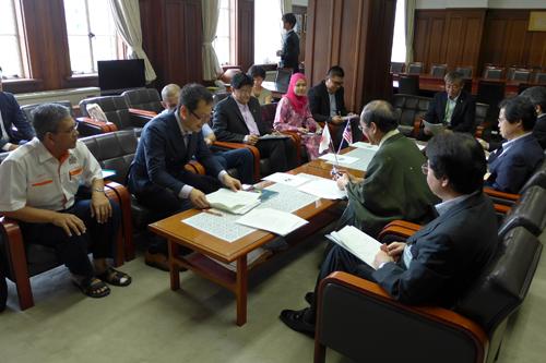マレーシアの学校で京都の小学生教育環境プログラムの実践が大きく拡がっています ジョホール州イスカンダル開発地域訪問団の皆さんがご来庁